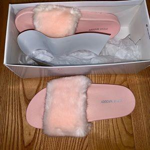 BNIB Pink Steve Madden Fur slides